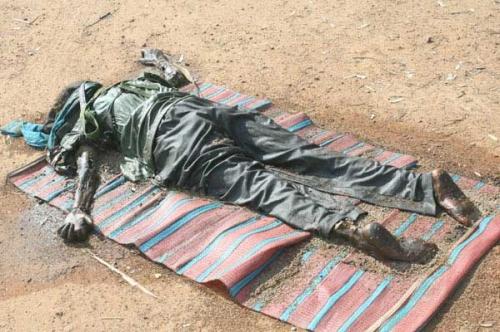 LTTE corpse at Aanandapuram (TamilWin.com)
